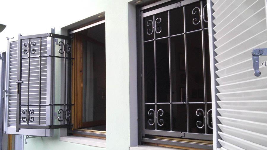 Officina m t di pucci massimiliano perillo antonio - Grate in ferro battuto per finestre ...